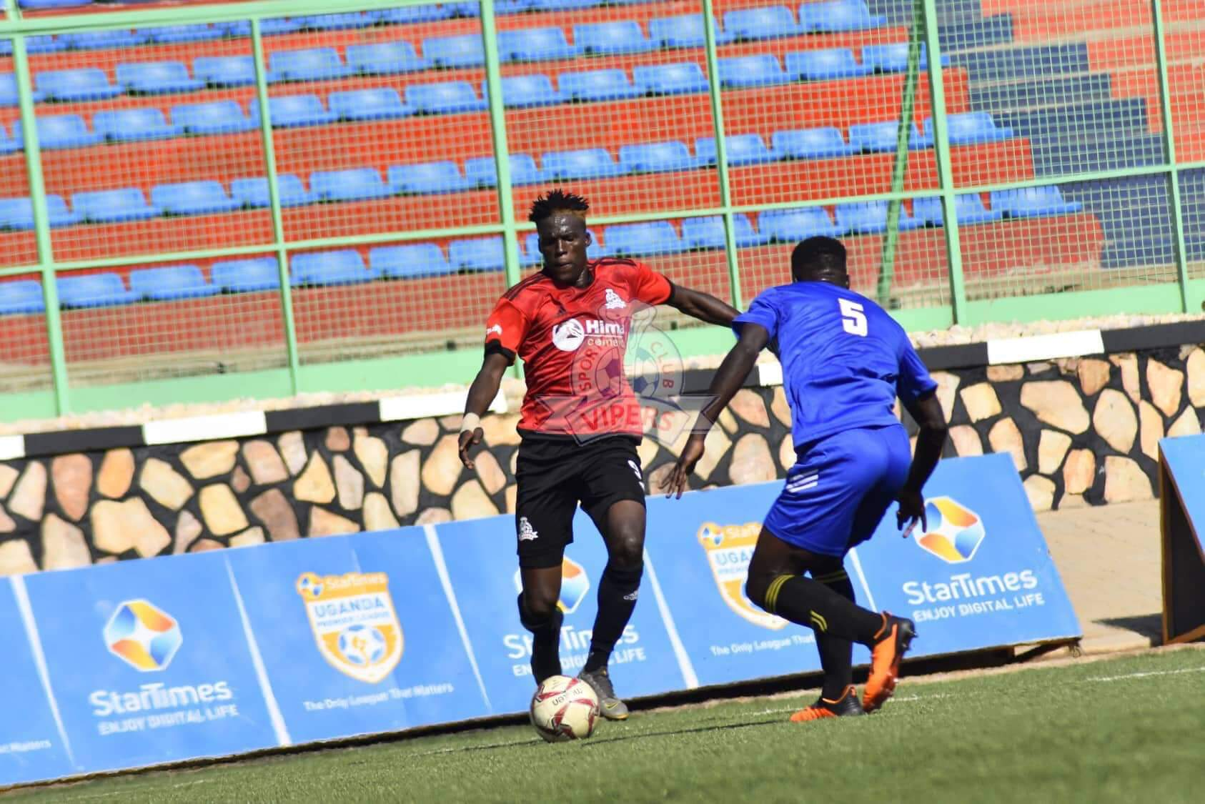 Fahad Bayo (L) tries to get past Tooro United's Isa Lumu (R) on Tuesday afternoon. (PHOTOS/Viper SC)