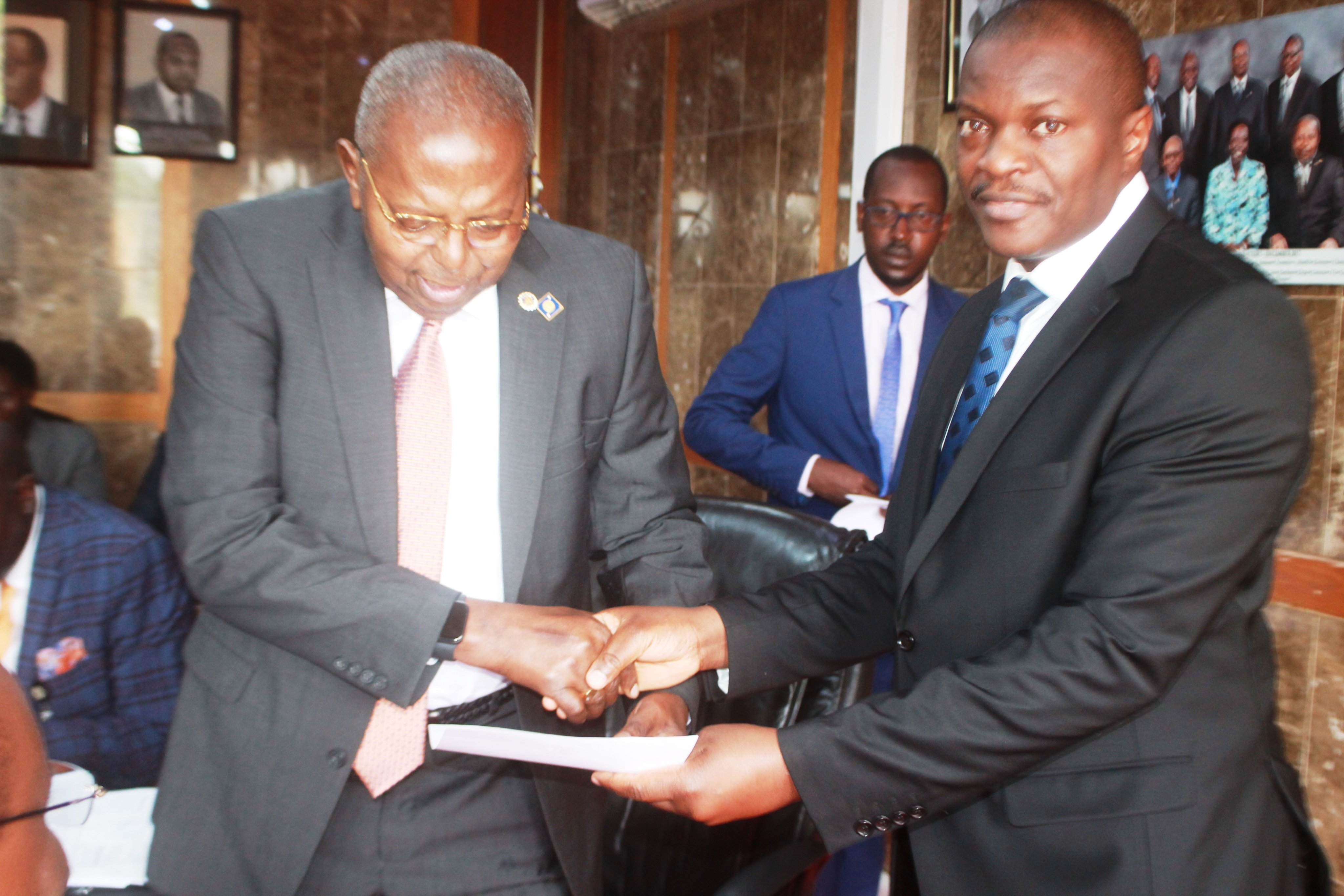 Governor Prof. Emmanuel Tumusiime-Mutebile gave an award to Standard Chartered Bank Uganda for performing best in dealing government securities for the month of August 2019. (PHOTO/PML Daily)