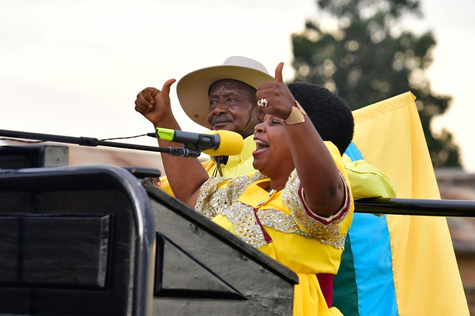 President Museveni campaigning for NRM flag bearer in the Hoima District Woman MP by-election, Ms Businge Harriet on Monday (PHOTO/PPU)