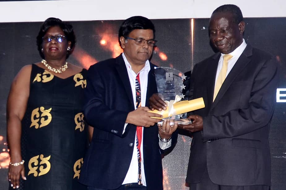 Minister Kasaija hands over the certificate of appreciation to Airtel MD. (PHOTO/PML Daily)