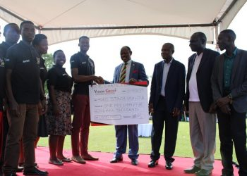 The Agro Starch Uganda team receiving a Cheque worth UGX 1.5million from the Vice Chancellor of Makerere University Prof. Barnabas Nawangwe. (PHOTO/PML Daily)
