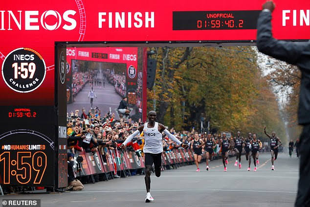 Kipchoge arrives at the finish line on Saturday morning. (PHOTO/Courtesy)
