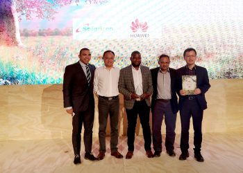 "Safaricom and Huawei receive prestigious ""Most Innovative Service"" Award (PHOTO/Courtesy)."