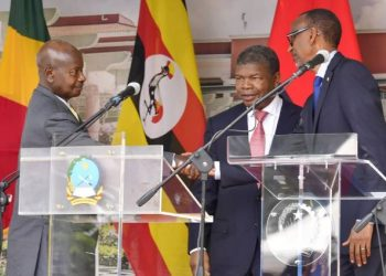 Angola president João Lourenço (M) shakes with president Museveni (L) and Rwandan president Paul Kagame after signing a treety in Launda, Angola in the recent past (PHOTO/File).