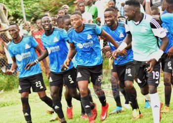 Byaruhanga (24) celebrates with his teammates after scoring the winner against Busoga United FC on Saturday. (PHOTO/Vipers)
