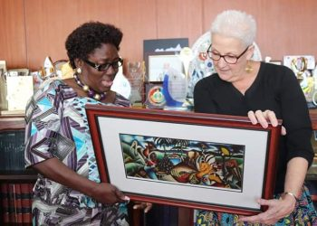 Kadaga gifted Malac with a locally made painting, to help her remember and keep appreciating Uganda's natural beauty (PHOTO/Courtesy).