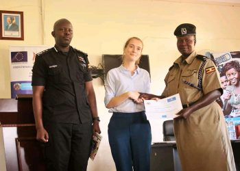 One of the police officers being awarded a certificate at Bwebaja, Entebbe on Friday (PHOTO/Courtesy).