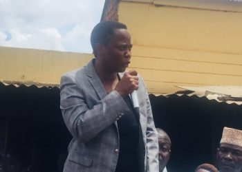 Hon Betty Nambooze speaking during the meeting at Kame Valley market in Mukono district (PHOTO/Namajja Elizabeth)