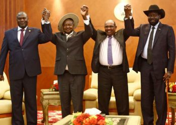 From left to right: South Sudan's opposition leader Riek Machar, Ugandan President Yoweri Museveni, Sudanese President Omar al-Bashir and South Sudanese President Salva Kiir, pose for a group picture before their meeting in Khartoum on June 25, 2018. South Sudanese President Salva Kiir and arch-foe Riek Machar met for a new round of peace talks