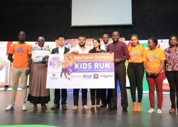 StarTimes' CEO Wang, Rupaleria Group's MD, Rajiv Rupaleria during the Kampala Kids Run at Kampala Parents Schools recently (PHOTO/Courtesy).