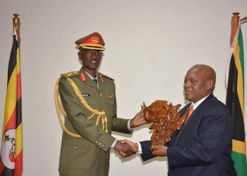 The UPDF Chief of Military Intelligence Brig Gen Abel Kandiho and South African Chief of Defence in charge of Intelligence (CDI) Lt Gen Jeremiah Nyembe (PHOTO/PML Daily)