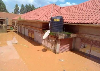 Floods cut off part Kampala folliwing Saturday morning down pour (PHOTO/Courtesy).