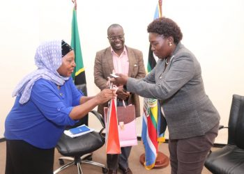 Tanzania MP have commended Uganda's efforts in eradicating HIV/AIDS. The MPs from the neighboring Tanzania paid a courtesy call to Speaker Kadaga on Tuesday evening (PHOTO/PML Daily).
