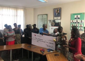 Chairman Arrow group Captain Mike Mukula visited UWA head office to handover the cash pledge of 2 million Uganda shillings to Agaba Hannington for his heroic act of rescue of the people stuck in floods in Bundibugyo (PHOTO/Courtesy)