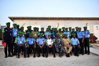 AMISOM Police Commissioner, Assistant Inspector General of Police (AIGP), Augustine Magnus Kailie poses in a group photo with the newly deployed Individual Police Officers (IPOs) serving under the African Union Mission in Somalia (AMISOM) during the closing ceremony of an induction course in Mogadishu (PHOTO/AMISOM)