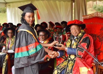 The Chancellor, Prof. Ezra Suruma (Right) hands over the ACCA Uganda Award to Ms. Tumukunde Elizabeth, the best performing student in Bachelor of Commerce (Accounting Option) during the 2nd Session of the 69th Graduation Ceremony on 16th January 2019 at Makerere University