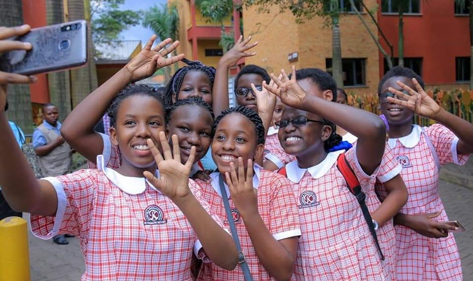 Some of Kampala Parents pupils who scored aggregate 4 share a selfie (PHOTO/PML Daily)