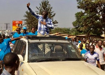 Police in Jinja spent hours of the day battling supporters of Col Dr Kizza Besigye (PHOTO/PML Daily)