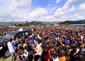 President Museveniaddressing residents of Murora Sub-county in Kisoro District on Wednesday