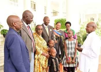 Museveni shares a light moment with Members of Kafuuzi's family at State House Entebbe (PHOTO/PPU)