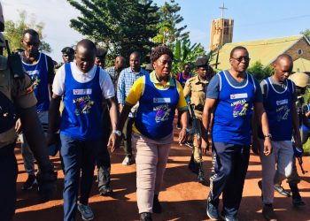 Kadaga parts in UCU marathon (PHOTO/Elizabeth Namajja)