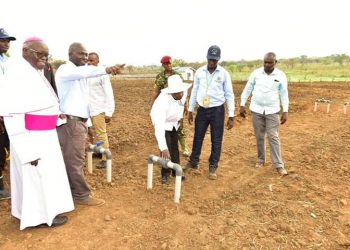 President Museveni flanked by the Archbishop  of Gulu, John Baptist Odama commissions Aringo-money small scale irrigation scheme in Pader (PHOTO/PPU)