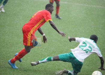 Action between BUL FC and Onduparaka FC at Njeru on Wednesday afternoon. (PHOTO/Sanyuka)