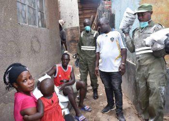 Coronavirus taskforce members carry food to doors of people in Bwaise (PHOTO/Courtesy).