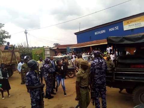 Police engage with Mityana residents who are protesting the arrest of their MP Zaake Francis (PHOTO/Courtesy).