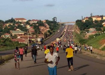 Concerns were raise when multitudes were pictured jogging along Kampala's Nothern Bypass close to each other. The Ministry of Health emphasises social distancing as one of the guidelines to defeat the spread of Coronavirus (PHOTO/Courtesy).