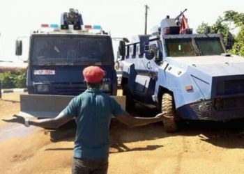 Police deployed heavy trucks to block Bobi Wine's Kyarenga concert last year (PHOTO/File).