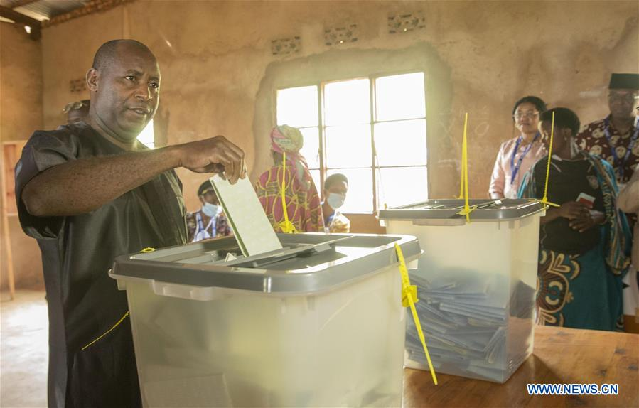 Evariste Ndayishimiye, presidential candidate and secretary general of the ruling National Council for the Defense of Democracy-Forces for the Defense of Democracy (CNDD-FDD), casts his ballot at a polling station in Gitega Province, central Burundi, on May 20, 2020. Burundian voters went to the polls on Wednesday to elect a new president, members of the National Assembly and district councillors. (photo by Evrard Ngendakumana/Xinhua)