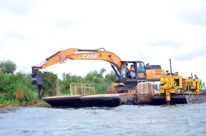 Ministry of Agriculture starts demolishing floating Island at Port Bell on lake Victoria (PHOTO/File)