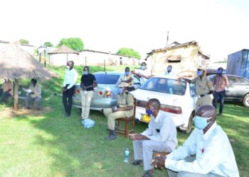 Police and some local leaders in Mpigi district discuss way forward of fighting the increased domestic violence (PHOTO/Courtesy).