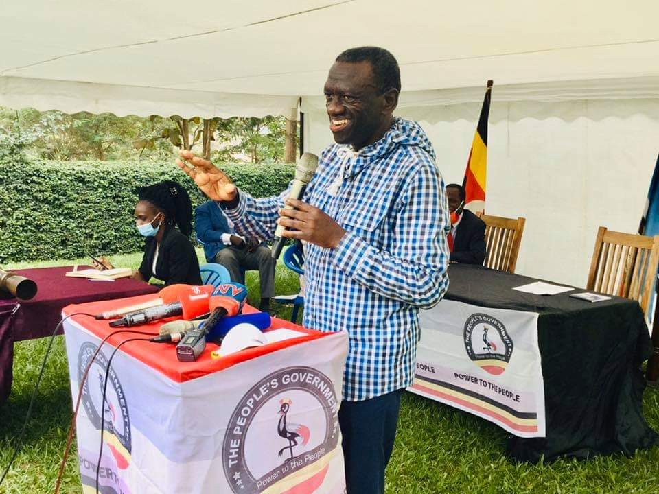 Col Dr Kizza Besigye giving his