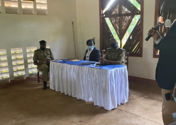 The Deputy IGP, Maj. Gen. Sabiiti Muzeyi, accompanied by Directors; Chief Political commississar, Operations, Crime Intelligence, CID and HRD meeting leaders from the districts of Luwero, Nakaseke, Nakasongora on matters of Livestock thefts in Savanna Region (PHOTO/Courtesy).