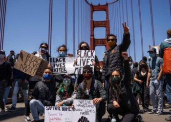 In San Francisco, demonstrators briefly shut the Golden Gate Bridge (PHOTO/BBC).