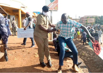 Gulu DPC Emmanuel Mafundo arrests Aruu county MP Samuel Odonga Otto during a protest on Monday (PHOTO/Courtesy).