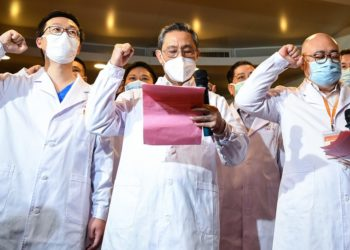 Renowned Chinese respiratory specialist Zhong Nanshan (C, front) attends an oath-taking ceremony via video connections for two new probationary Party members in Wuhan to take the oath of joining the Communist Party of China, in Guangzhou, south China's Guangdong Province, March 2, 2020 (PHOTO/Xinhua).