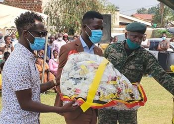 Bobi Wine attended the send off General Bell Tushabe's funeral service in Ggaba (PHOTO/Courtesy).