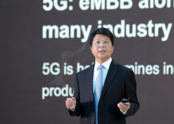 Huawei's Rotating Chairman Guo Ping delivers a keynote speech (PHOTO/courtesy)