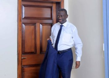 Dr. Kizza Besigye is wondering what motivates an online army to attack him (PHOTO/Courtesy).
