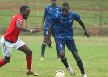 Jamal Kaliisa (R) in action against Vipers SC at Wankulukuku last season. (PHOTO/Courtesy)