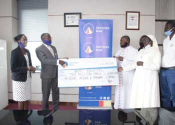 Centenary Bank Managing Director Fabian Kasi (2nd L), Centenary Bank  Chief Manager, Corporate Affairs & Communication Allen Ayebare (L), handing over a dummy cheque worth Ushs 10 million to the Nkozi Hospital Team (PHOTO/PML Daily).