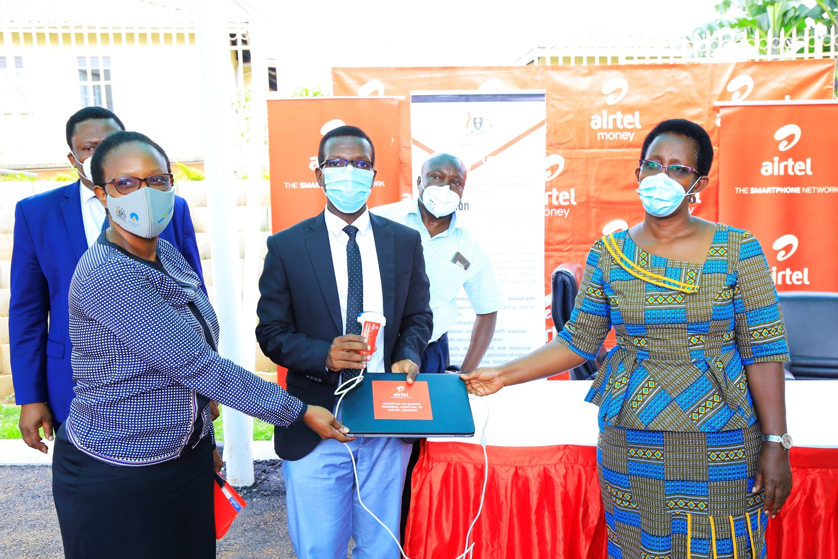 Airtel Uganda HR Director Flavia Ntambi joins M-Scan's Menyo Innocent to hand over the Ultrasound device to Ministry of Health P.S Ms. Diana Atwine (PHOTO/Courtesy).