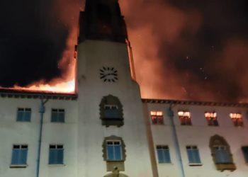 Makerere University main building burning (PHOTO/PML Daily).