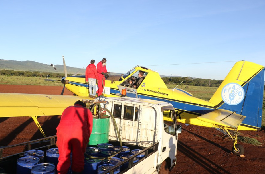 Workers refill aircraft with pesticide for spraying locusts at Lewa Ranch in Meru county, Kenya, May 19, 2020. (PHOTO/Xinhua)