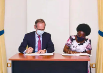 Minister of Energy and Mineral Development, Mary-Gorett Kitutu (R) and Nicolas Terraz, the Total Exploration and Production President for Africa signing the agreement at State House (PHOTO/PPU).