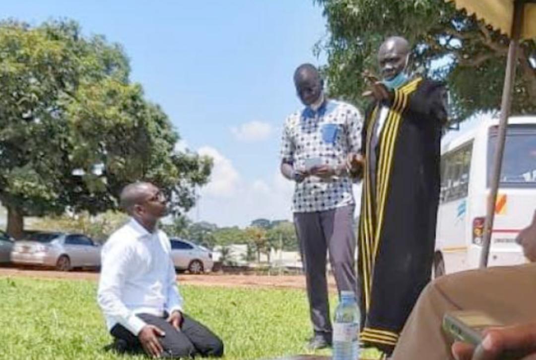 Mr Mathew Kanyamunyu on his knees asking for forgiveness for killing Kenneth Akena (PHOTO/Courtesy).