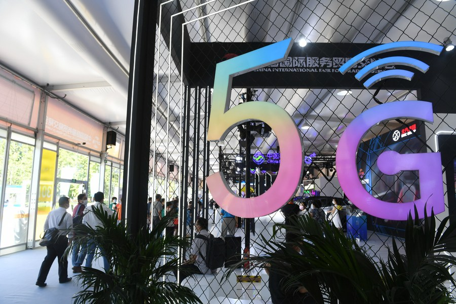 People visit the 5G communication services exhibition area during the 2020 China International Fair for Trade in Services (CIFTIS) in Beijing, capital of China, Sept. 7, 2020 (PHOTO/Xinhua)
